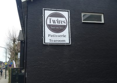 Frame met reclamedoek geleverd aan Twins in Eersel.;